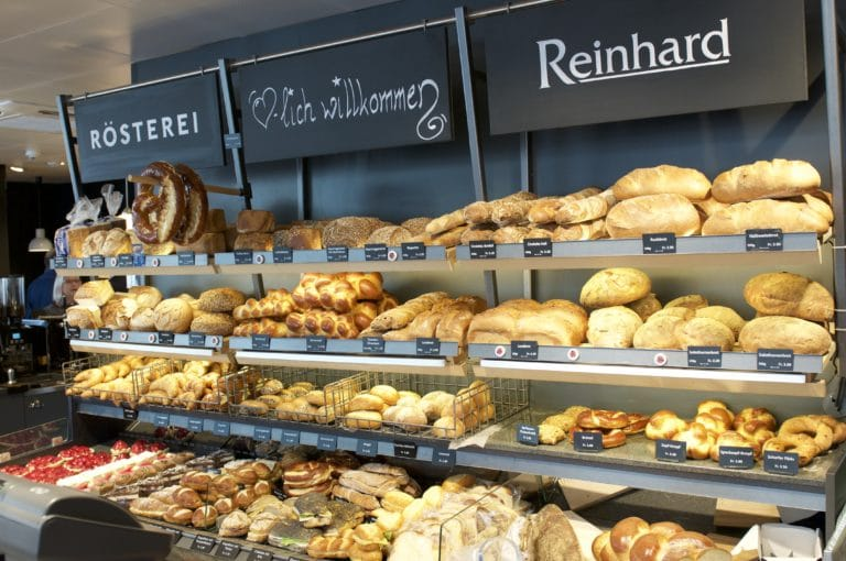 brotsortiment der bäckerei reinhard am standort bubenbergplatz bern