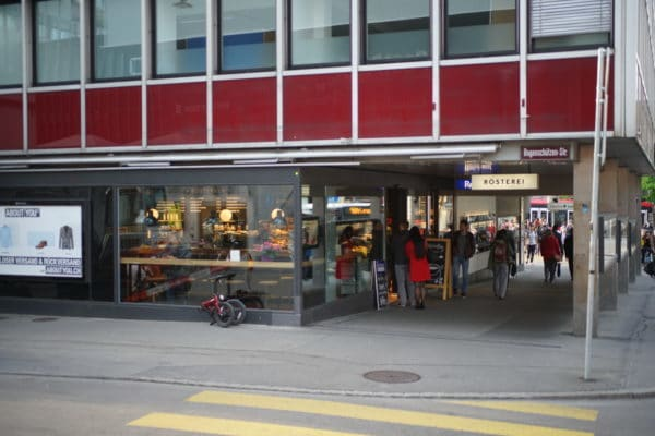 eingang der filiale reinhard und der rösterei am bubenbergplatz in bern
